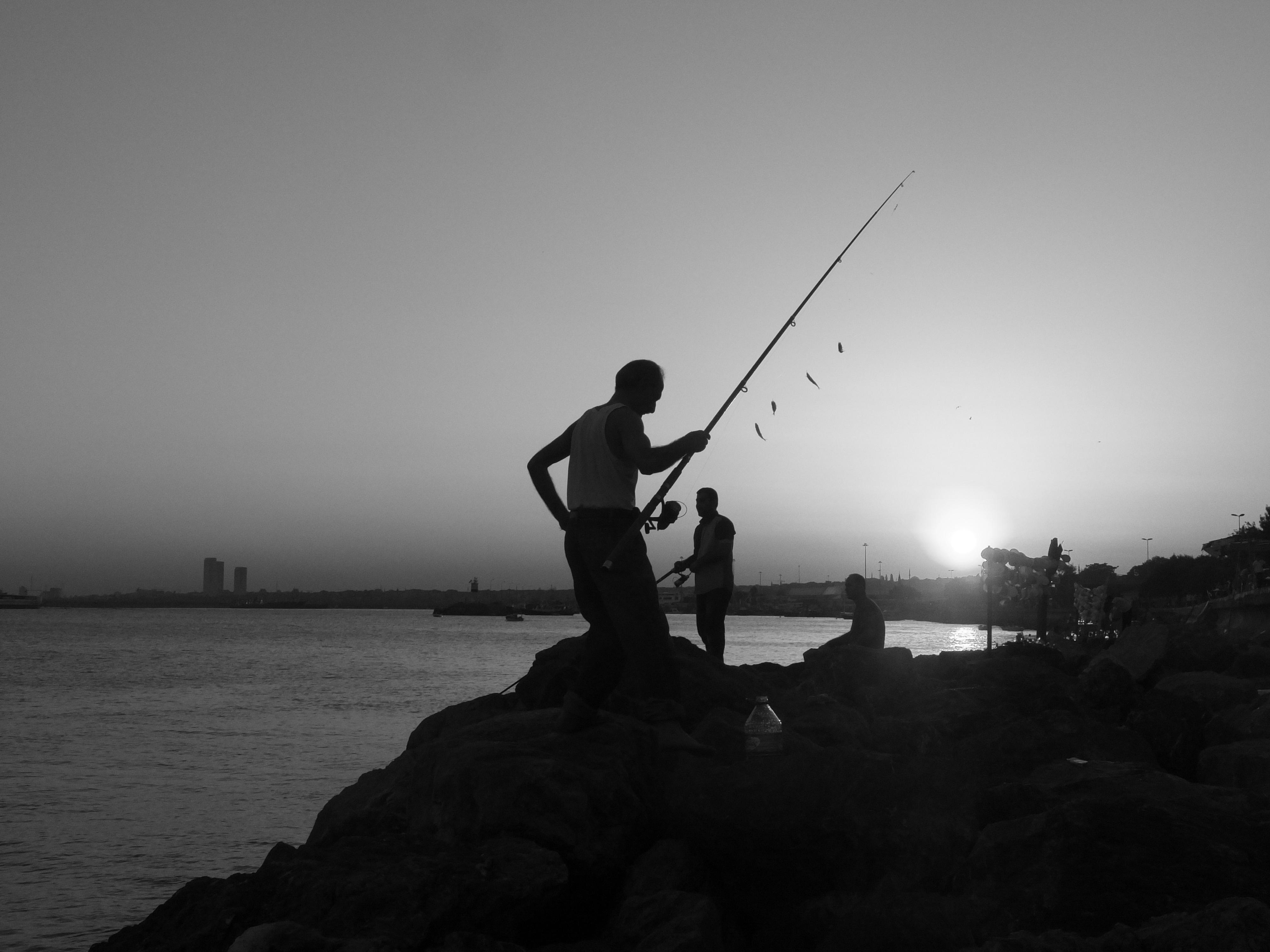 pêcheur sur la jetée d'Istanbul